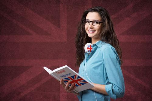 از کتابهای یادگیری زبان انگلیسی استفاده کنید